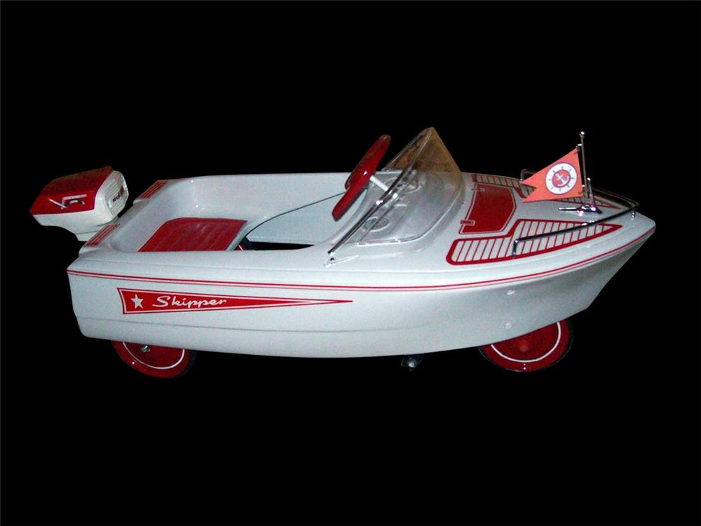 Sharp 1950 Deluxe Pedal Boat by Murray. - Front 3/4 - 192325