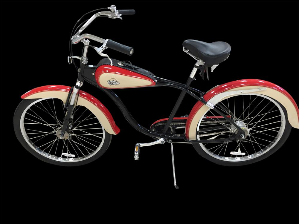Highly desirable Harley-Davidson 95th Anniversary cruiser bicycle. - Front 3/4 - 192390