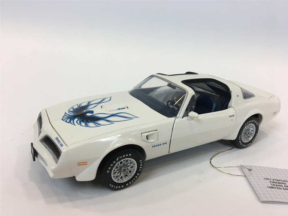 Whats My Car Worth Cast >> 1977 Pontiac Fire Bird Trans Am LE Franklin Mint 1/24 scale d - 205090