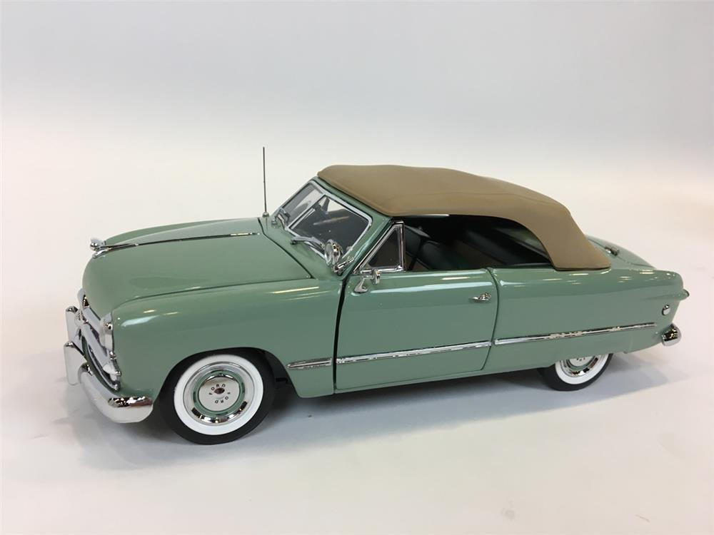1949 Ford Custom Convertible Pebble beach LE Franklin Mint 1:24 scale die-cast model. - Front 3/4 - 205106