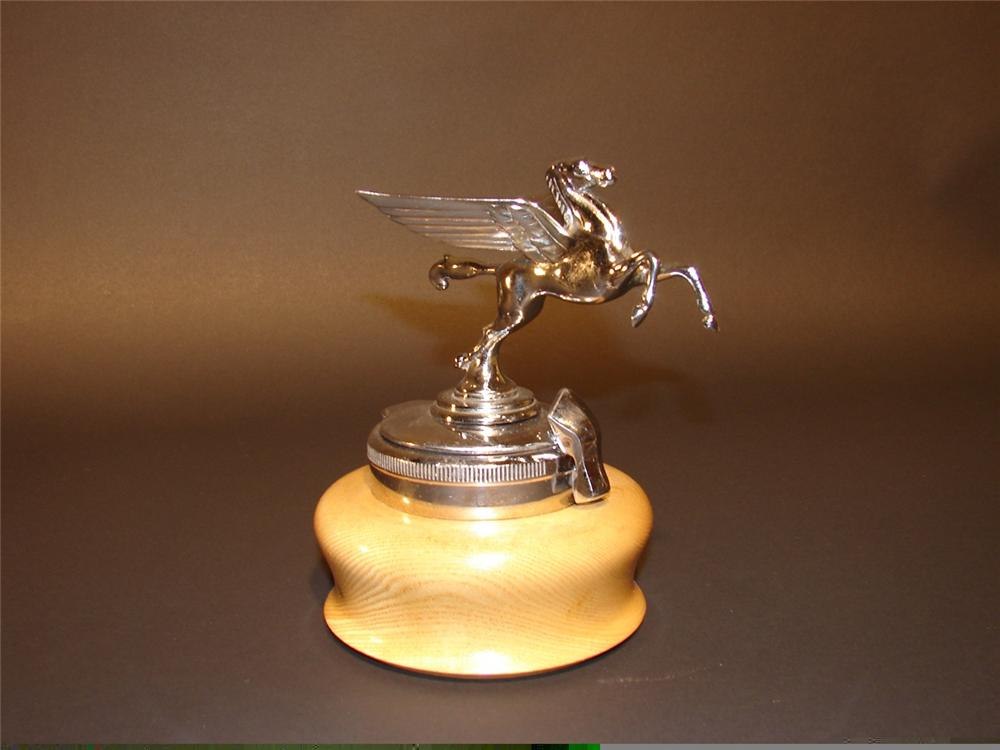 Seldom found 1930s Mobil Oil Pegasus hood mascot with radiator flip base. - Front 3/4 - 45971