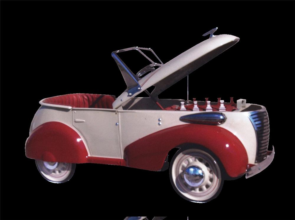 Wonderful 1940 Skippy by Gendron pedal car. - Front 3/4 - 46055