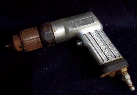 Von Dutch Engraved Snap-On Air Drill. An old 3/8 Snap-on air drill, model PD3A. Engraved Von Dutch on the side.  NO RESERVE. - Front 3/4 - 46311