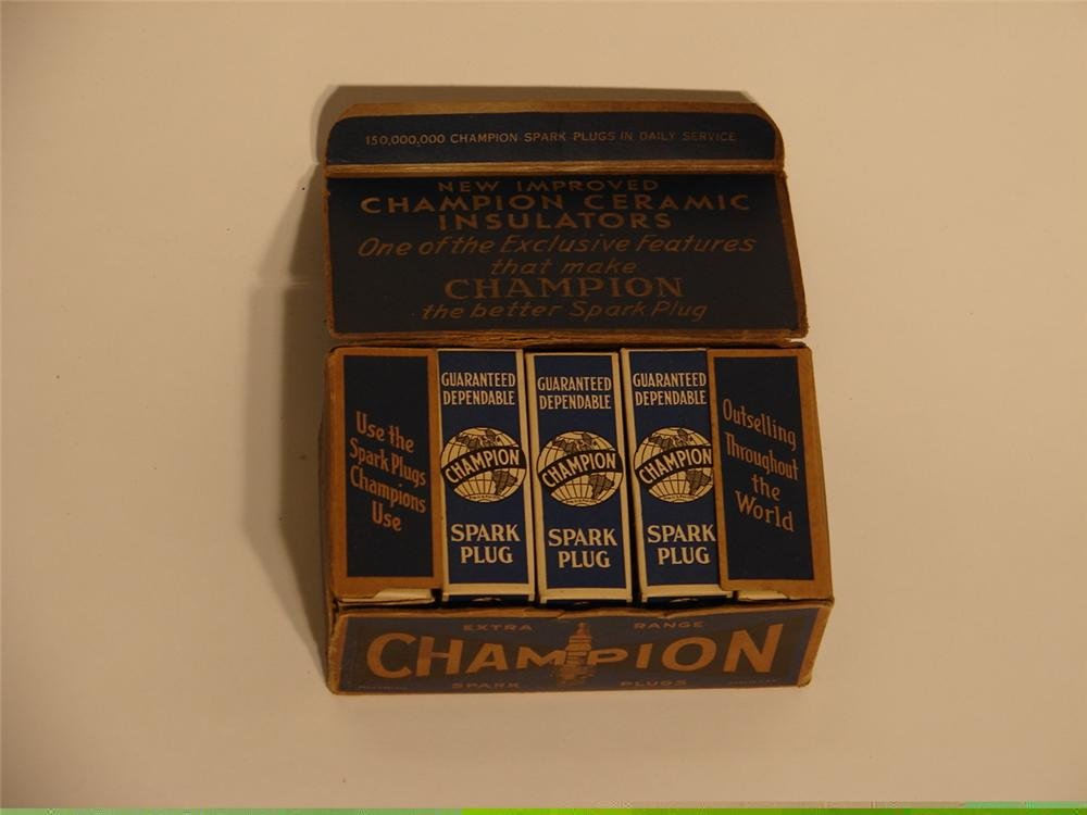 N.O.S. counter-top display box of 1930s Champion Spark Plugs. - Front 3/4 - 46637