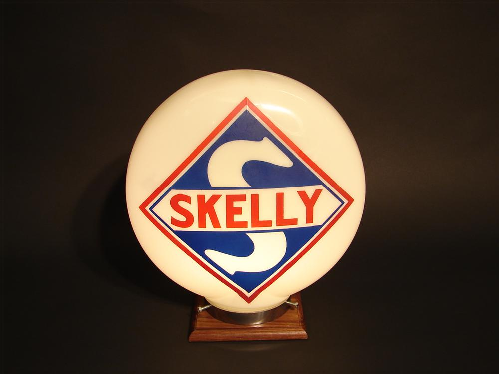 N.O.S. 1930s Skelly Gasoline one-piece etched gas pump globe. - Front 3/4 - 46658
