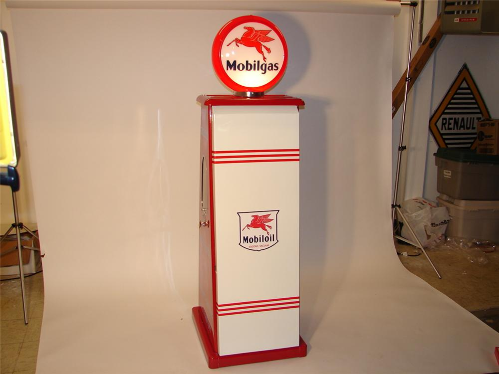 1940s-50s  Mobil Oil Sel-Oil display service cabinet. - Front 3/4 - 46751