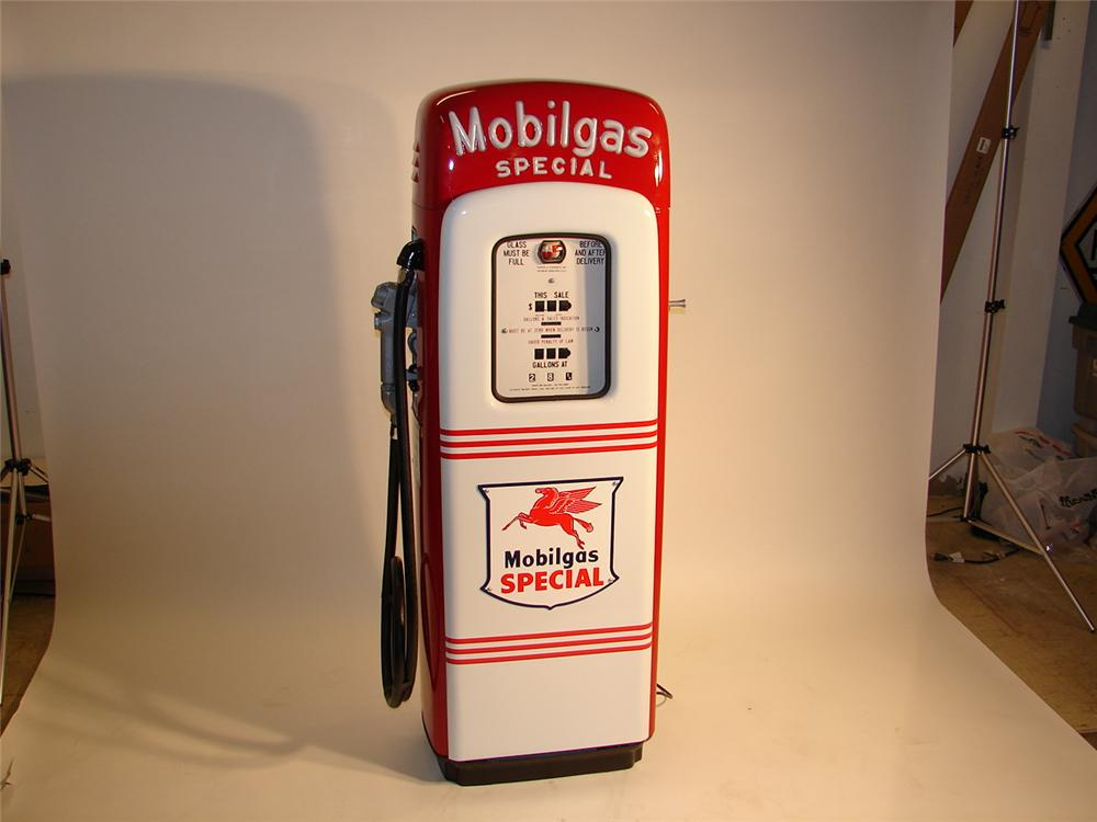 "Very nice 1940s Mobiligas ""Special"" lighted ""script top"" Martin and Schwartz model #80 gas pump. - Front 3/4 - 46753"