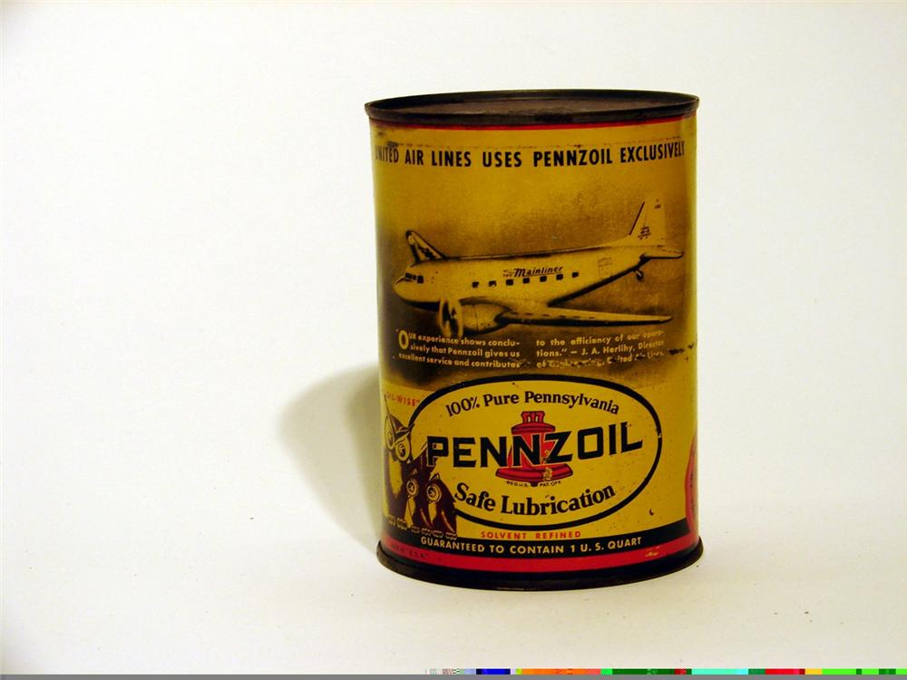 Impressive 1950s Pennzoil metal quart can with a vintage United Airlines Mainliner aircraft pictured. - Front 3/4 - 46874