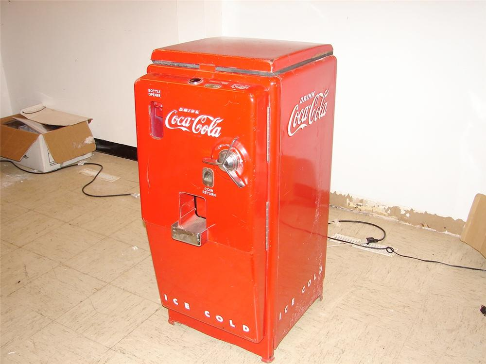 "Extremely hard to find early 50s Cavalier Coca-Cola ""Ships Wheel"" soda machine. - Front 3/4 - 46972"