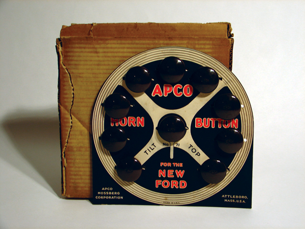 N.O.S. 1930s Ford Apco Horn Buttons counter-top garage display still in the original box. - Front 3/4 - 46985