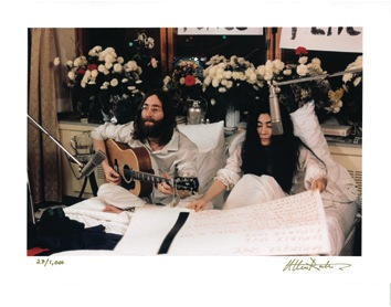 John Lennon and Yoko Ono 1969 Montreal Bed-In Color Photos. - Misc 1 - 47016