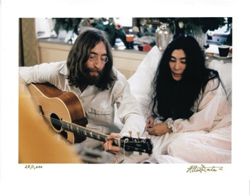 John Lennon and Yoko Ono 1969 Montreal Bed-In Color Photos. - Misc 2 - 47016