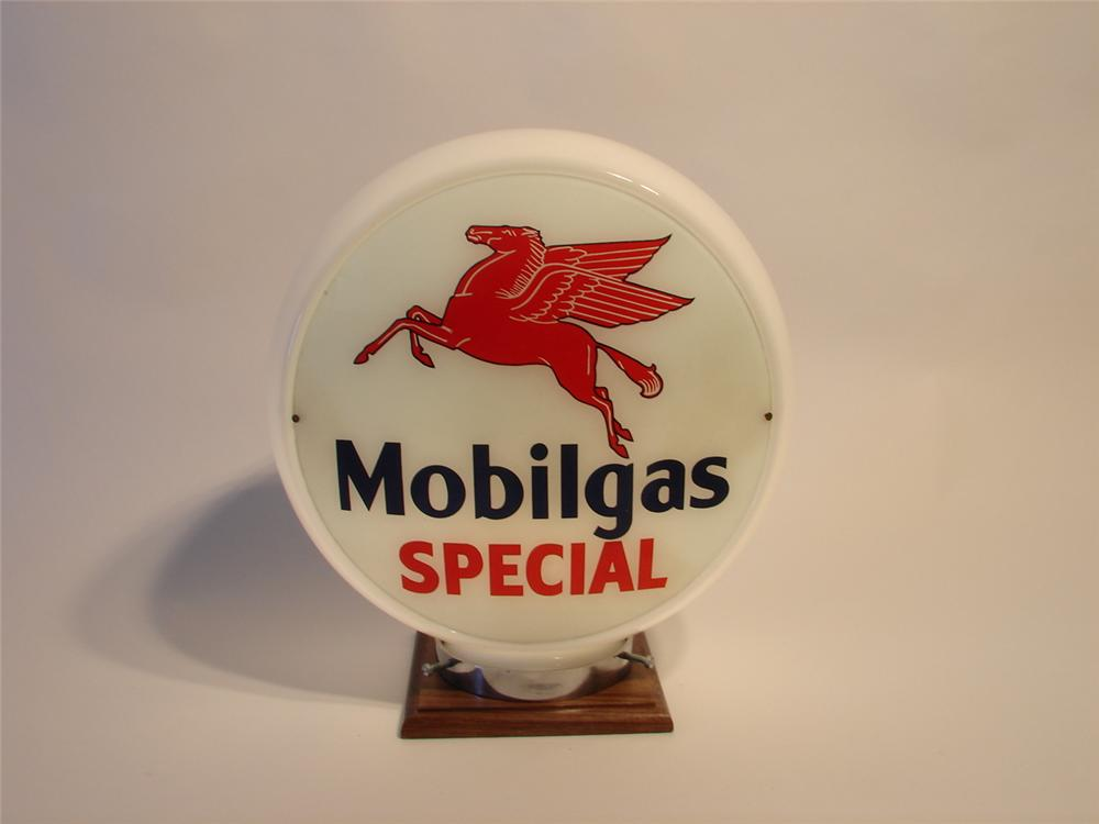 1950s Mobilgas Special wide-bodied gas pump globe. - Front 3/4 - 47041