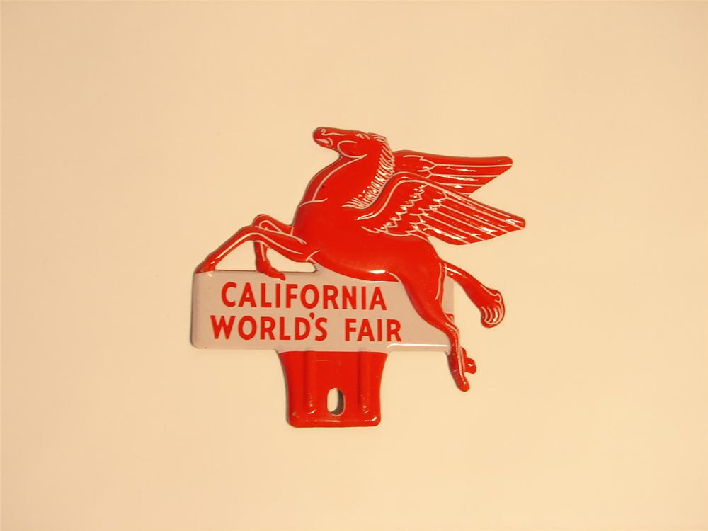 1939 N.O.S. Mobil California Worlds Fair license plate pectin. - Front 3/4 - 48614