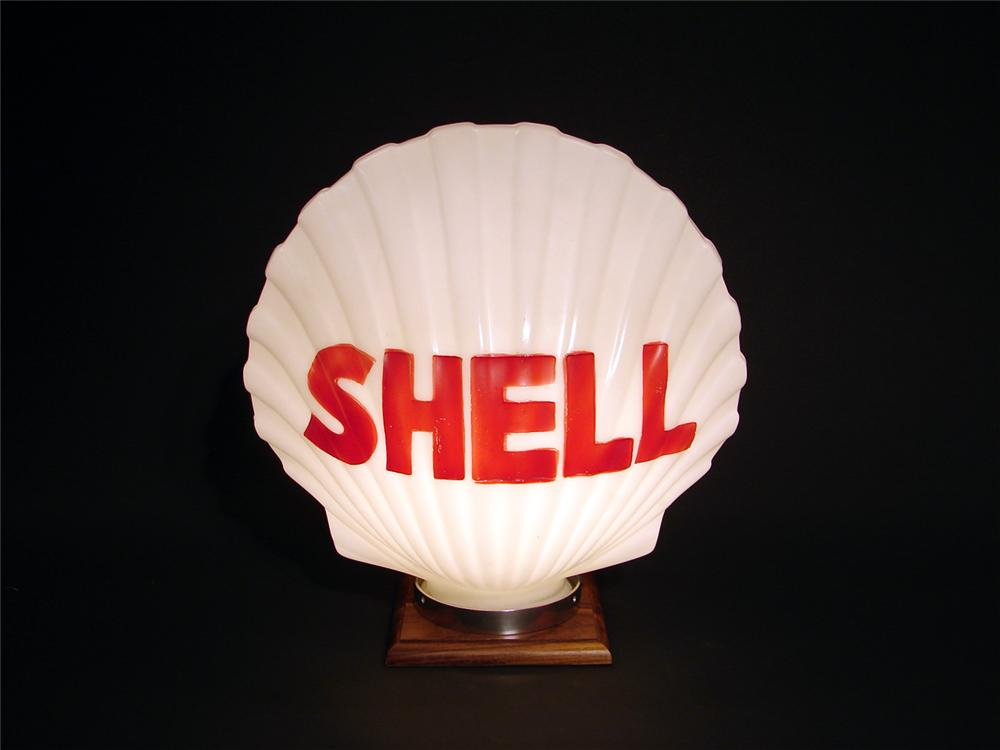Wonderful 1930s-40s Shell Gasoline one-piece clamshell-shaped gas pump globe. - Front 3/4 - 50092