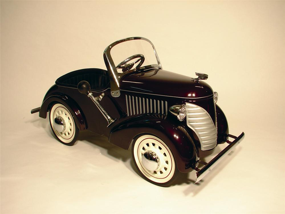 Beautiful 1936 Lincoln Zephyr Deluxe pedal car by Garton. - Front 3/4 - 50173