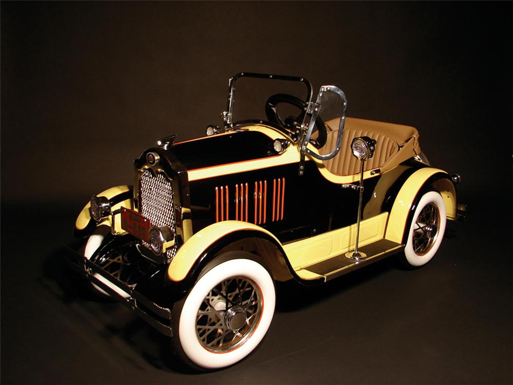 Stunning 1926 Packard Deluxe pedal car.  Restored to Concours standards. - Front 3/4 - 62255
