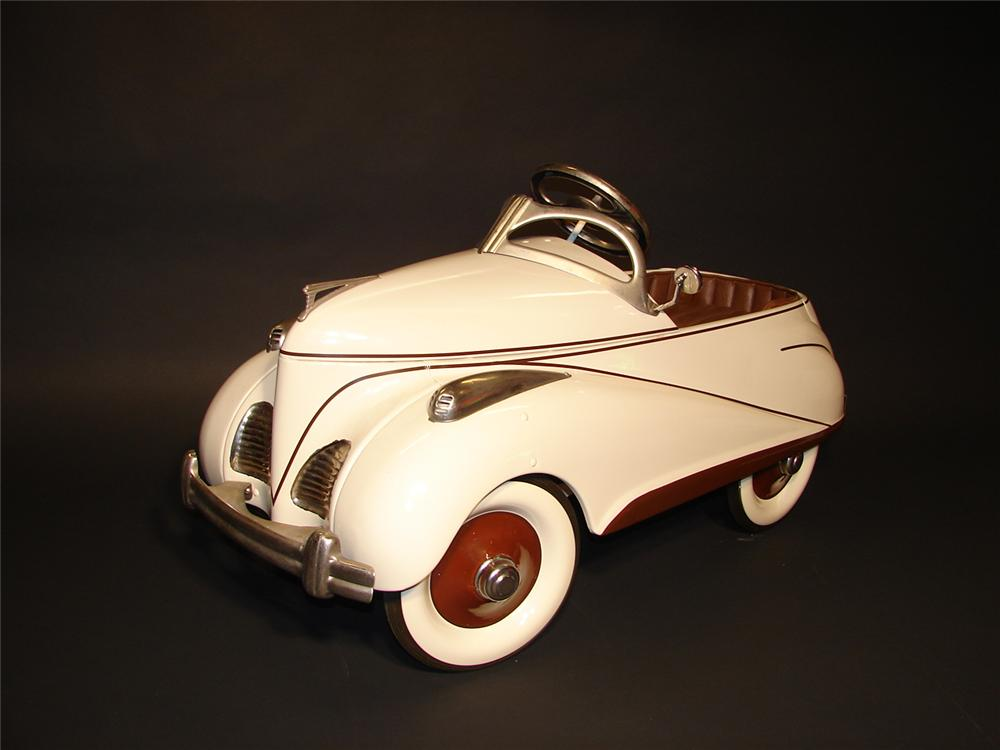 Exceptional 1941 Lincoln Zephyr pedal car. - Front 3/4 - 62478