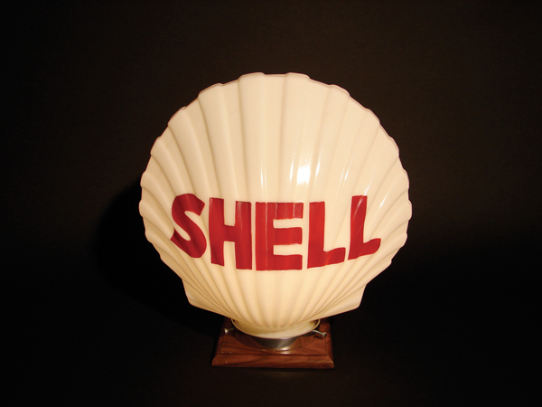Impressive 1930s Shell one-piece gas pump globe. - Front 3/4 - 62700
