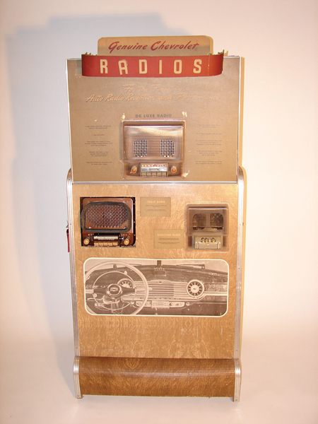 Museum quality 1940s Chevrolet Radios dealer showroom display piece. - Front 3/4 - 62705
