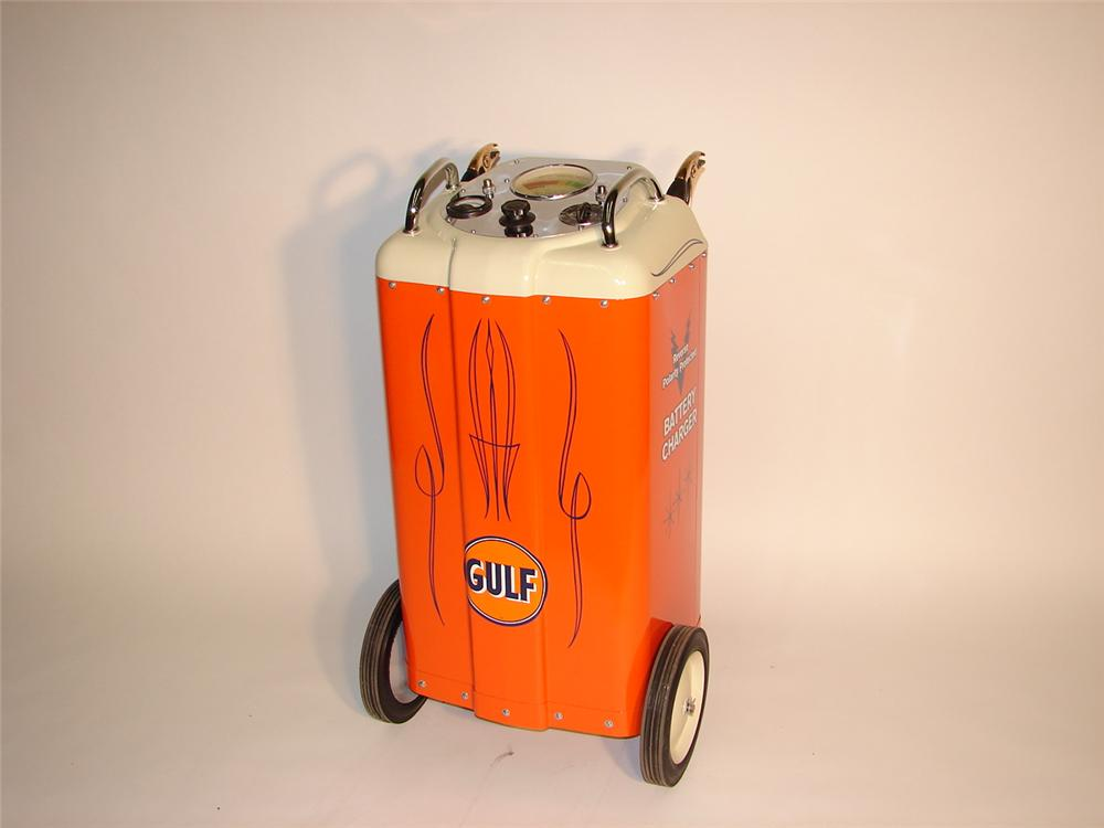 Sharp 1940s Gulf Service Station Battery charger on wheels. - Front 3/4 - 62877