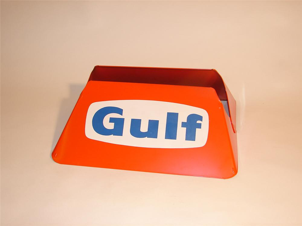Early 60s N.O.S. Gulf Oil metal service station tire display. - Front 3/4 - 64591