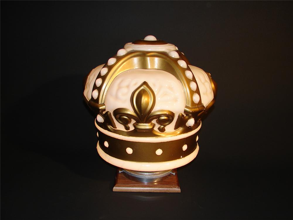 1930s Standard Gold Crown one-piece gas pump globe. - Front 3/4 - 64764