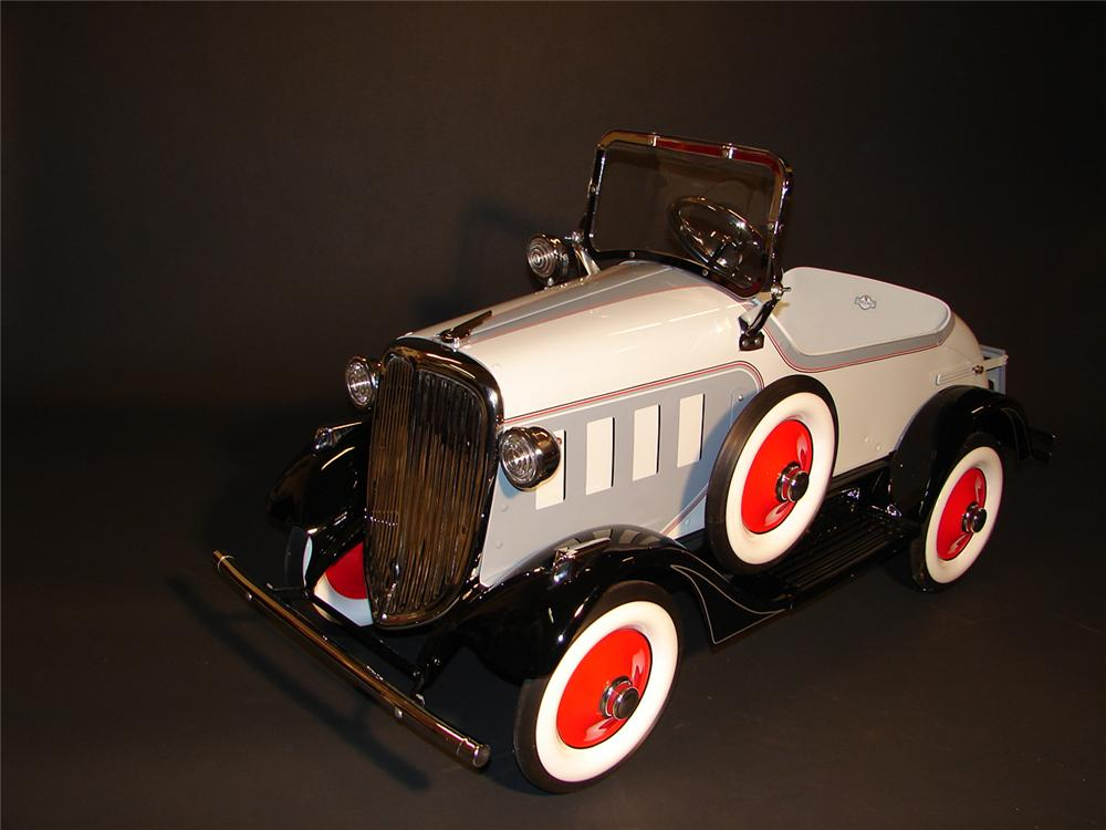 Phenomenal 1932 shoveled nosed Buick Steelcraft pedal car. - Front 3/4 - 64774
