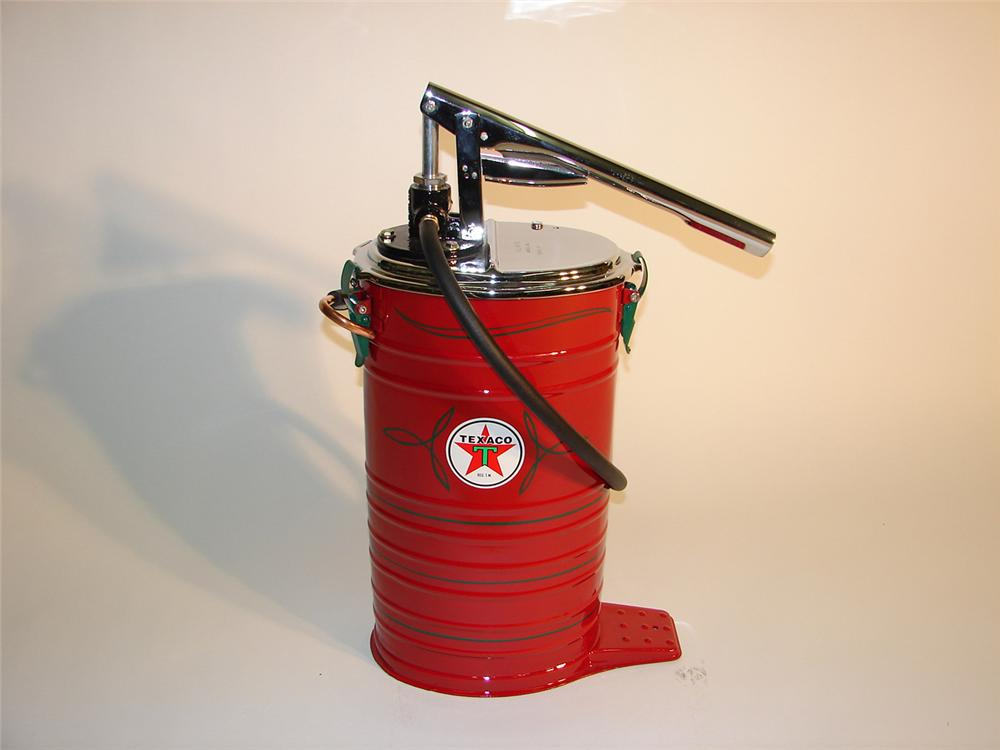 Interesting Texaco service station 1930s Alemite high-pressure hand pump greaser. - Front 3/4 - 64986