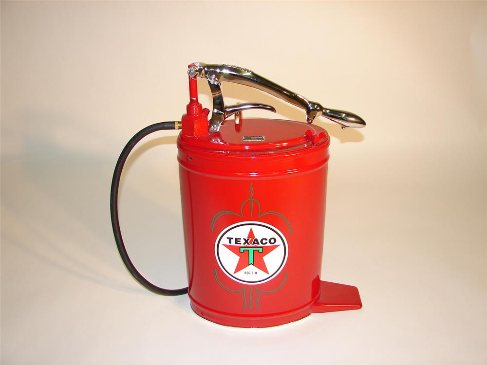 Very fancy 1930s-40s Texaco service station Alemite high-pressure hand pump greaser. - Front 3/4 - 65426