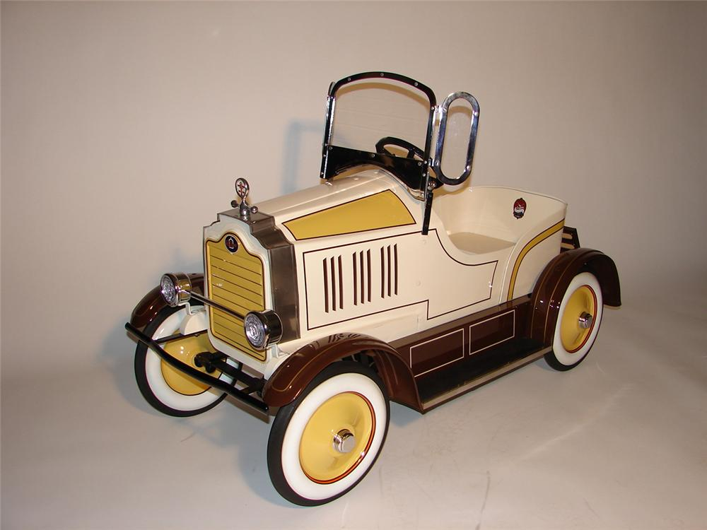 Superlative 1928 Packard pedal car. - Front 3/4 - 66399