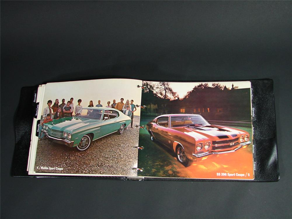 Killer 1970 Chevrolet showroom sales dealer book. - Front 3/4 - 66842
