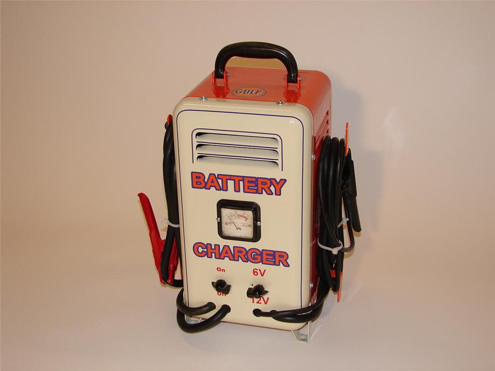 1950s Gulf service station restored battery charger - Front 3/4 - 67096