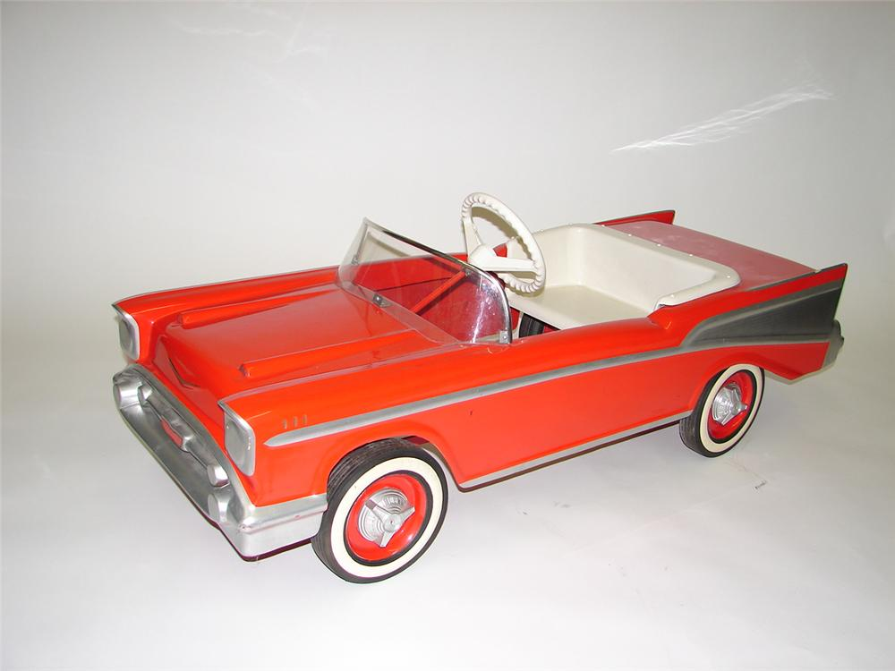1957 Chevrolet Bel-Air dealer promotional pedal car - Front 3/4 - 67104