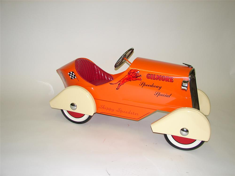 1930s Gilmore Speedway Special pedal car - Front 3/4 - 67105