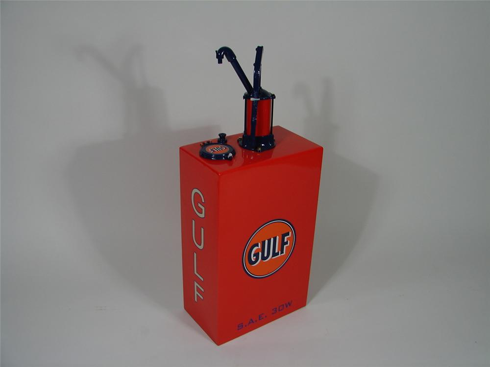 Perfectly restored 1930s Gulf Service Station 15 gallon hand pump oil lubester. - Front 3/4 - 69394