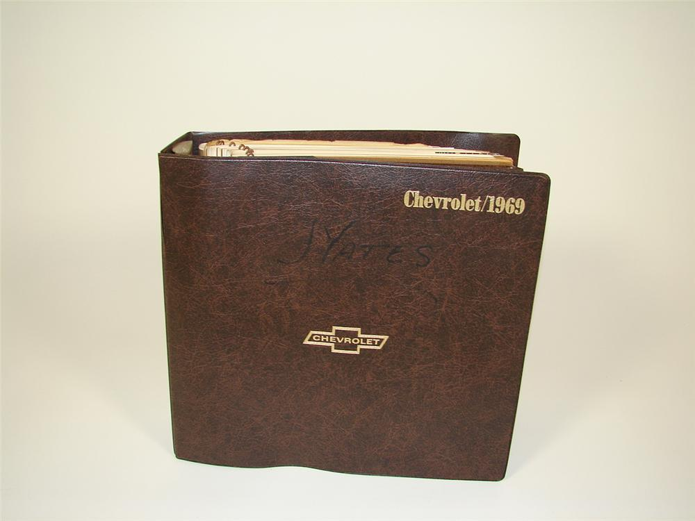 Excellent 1969 Chevrolet showroom sales dealer album. - Front 3/4 - 71385