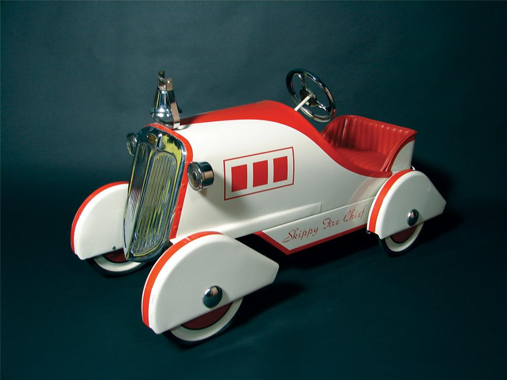 Hard to find 1930s Skippy Fire Chief pedal car. - Front 3/4 - 72182