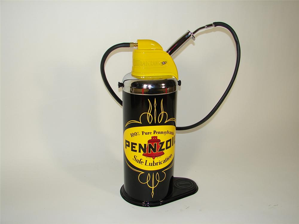 Stellar 1940s-50s Pennzoil 5-gallon service department greaser. - Front 3/4 - 72238