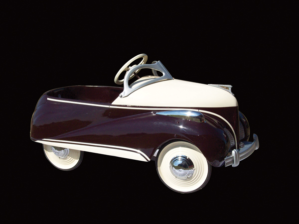 "Superlative 1939 Lincoln/Zephyr Deluxe restored pedal car.""x18"" - Front 3/4 - 72294"