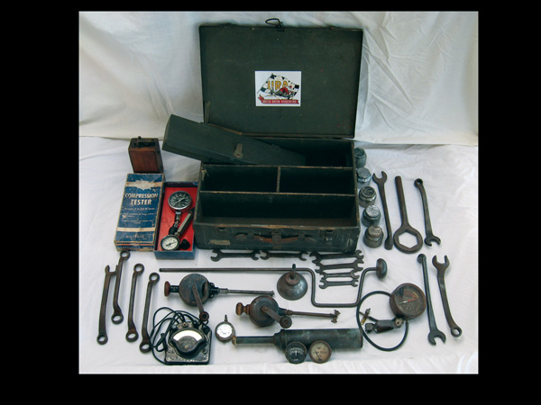 Interesting Ford Moel T tool kit. - Front 3/4 - 72333