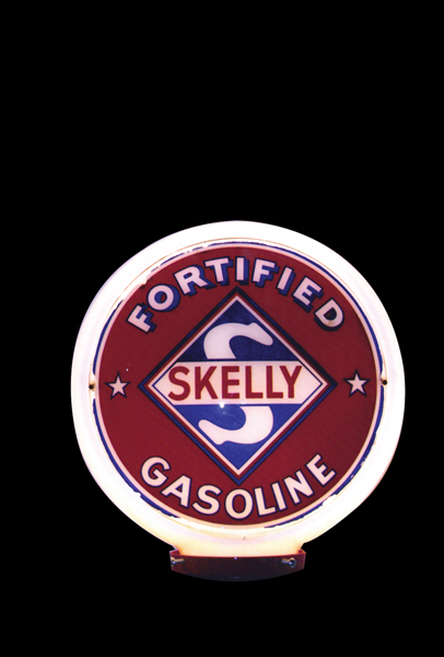 Impressive 1940s Skelly Supreme Gasoline wide body gas pump globe. - Front 3/4 - 72379