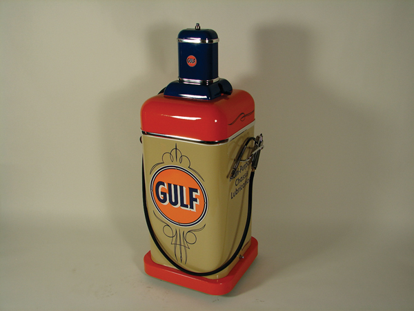 Stunning 1940s Gulf service station Multi-Purpose Chasis grease dispenser. - Front 3/4 - 72396