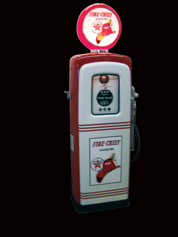 Late 40s-early 50s Texaco Fire Chief restored M&S 80 service station pump. - Front 3/4 - 73221