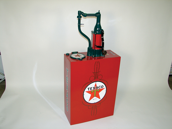 Beautifully restored 1930s Texaco 30 gallon hand crank station lubester. - Front 3/4 - 73237