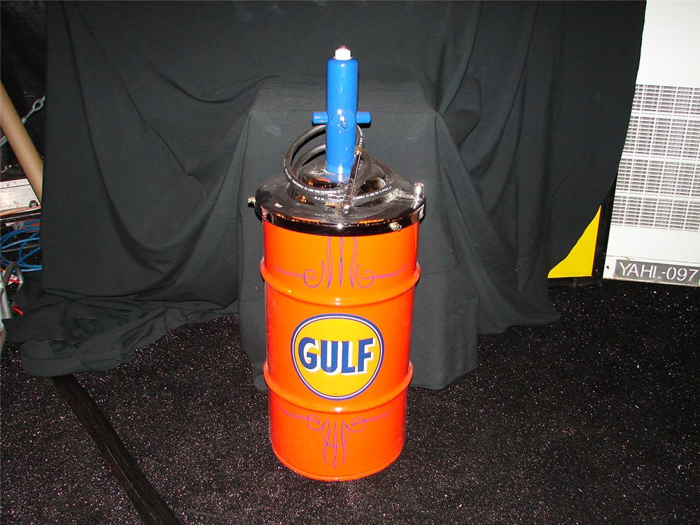 Killer 1940s Gulf Oil 15 gallon hand pump greaser.  Immaculately restored. - Front 3/4 - 73907
