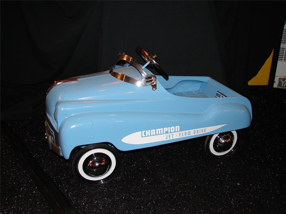Neat 1950s Murray Champion restored pedal car. - Front 3/4 - 74869
