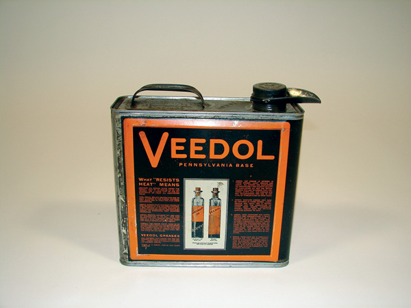 Late 1920s Veedol Motor Oil solder seamed one-gallon oil can with built in spout. - Front 3/4 - 75548