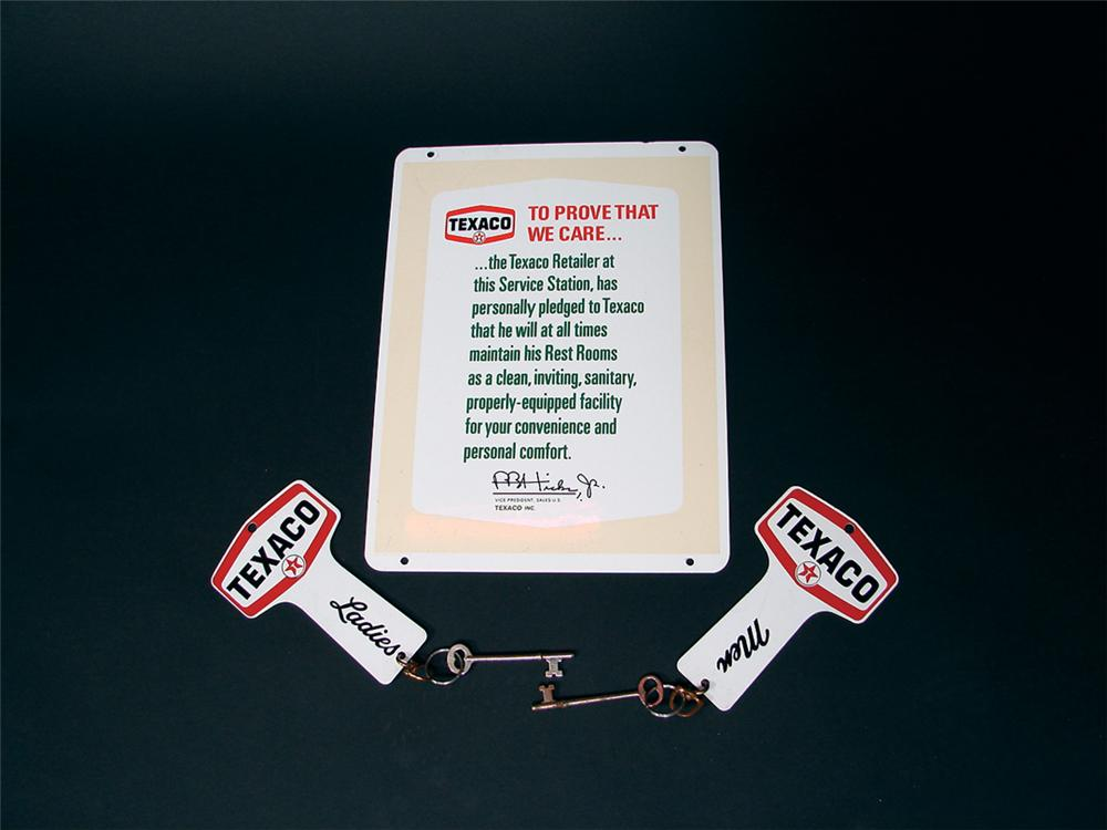 N.O.S. late 50s Texaco double-sided tin restroom sign with metal customer key tags. - Front 3/4 - 75734