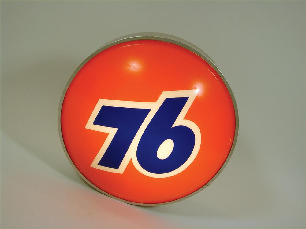 Nifty 1960s Union 76 Service Station three-dimensional light-up station sign. - Front 3/4 - 75756
